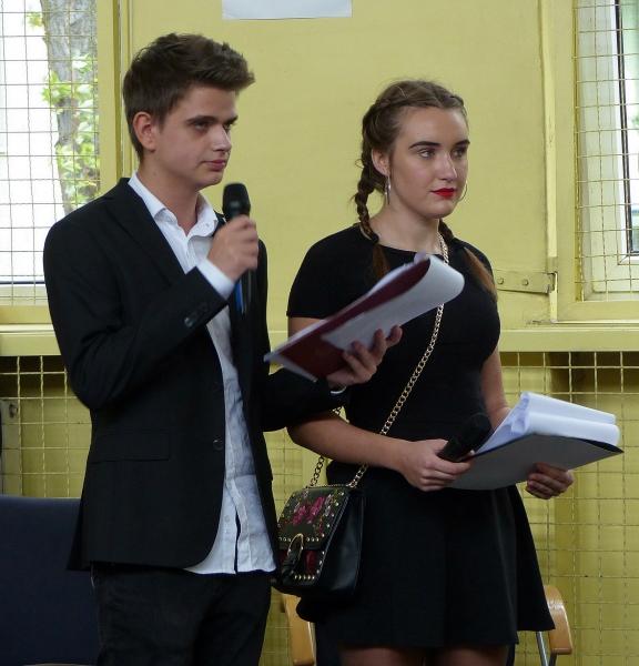 Konferansjerzy Wiktoria Antończyk i Kamil Bogacki