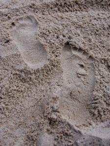 stopy na piasku